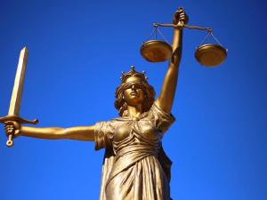 Челябинца отправят в колонию на 16 лет за неуважение к суду и угрозы прокурору
