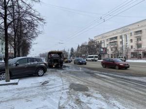 В Челябинске на проспекте Ленина сгорела «маршрутка»
