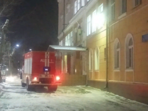 В Челябинске из-за пожара эвакуировали с занятий несколько сотен школьников