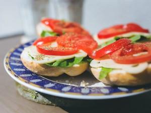 Ковид-больным советуют есть «бутерброд здоровья» из сала