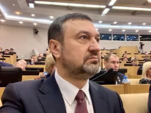 Он голосовал за повышение пенсионного возраста в России. Депутат Игорь Сухарев