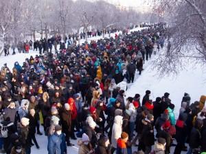 Участие в несогласованных акциях протеста законом не запрещено, указал Верховный суд России