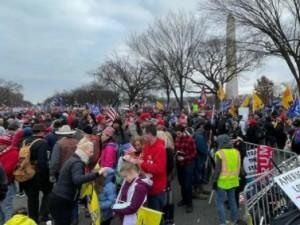 Беспорядки в Вашингтоне: сторонники Трампа ворвались в Конгресс