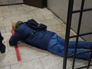 Полицейский напал на адвоката юриста ФБК прямо в здании отдела полиции