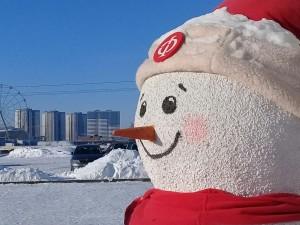 Снеговики дарят хорошее настроение челябинцам