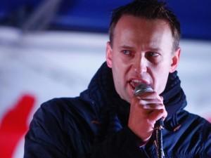 К Навальному в квартиру пришли с обыском