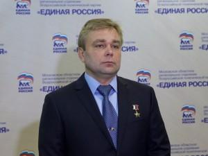 Он голосовал за повышение пенсионного возраста. Депутат Максим Сураев