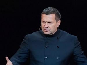 Соловьев считает, что женщину не бьют, а «отталкивают ногой, упираясь в живот»
