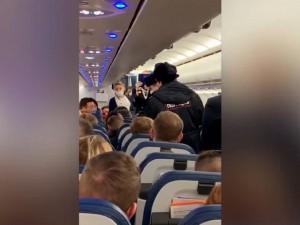 Рейс из Москвы в Челябинск задержан из-за пассажира без маски