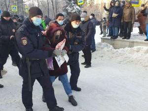 Часть протестующих задержали возле памятника Курчатову