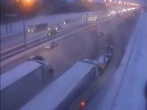 76 километров дорожных заторов: транспортный коллапс возник в Москве из-за снегопада