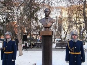 Вспоминаю о Патоличеве, бывая в городском бору Челябинска. Почему?