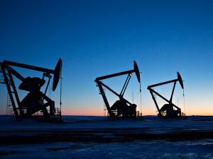Добывать нефть в России стали меньше
