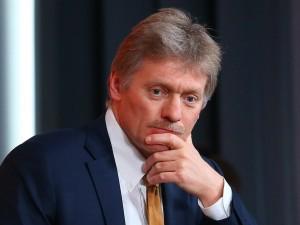 Кремль рассмотрит все варианты индексации пенсий работающим пенсионерам, заявил Песков