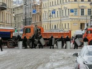 Полиция перекрыла центр Петербурга без объяснения причин