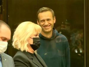 Навальный пообещал удалить судью из зала