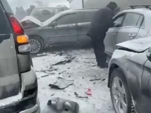 20 автомобилей столкнулись на Челябинском тракте под Екатеринбургом