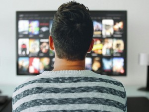 Во время пандемии жители Челябинска чаще стали смотреть телевизор и общаться