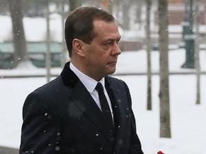 Дмитрий Медведев в день акции оппозиции разместил фото с горящими фонарями