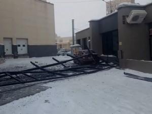 Обрушился фасад торгового центра в Магнитогорске