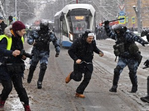 Путинский режим унижает достоинство людей, поэтому они выходят на улицы: мнение известного политолога