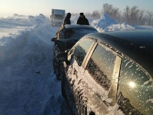 Ограничение движения на трассах Челябинской области продлено из-за метели