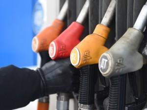 Названы причины роста цены бензина на автозаправках