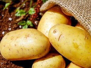 Растут цены на картошку, морковь и куриное мясо