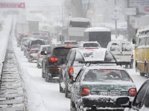 Пробки в 9 баллов в Челябинске вызвала метель