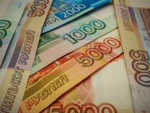 Реальные зарплаты россиян в январе снизились почти на 30% по сравнению с декабрем