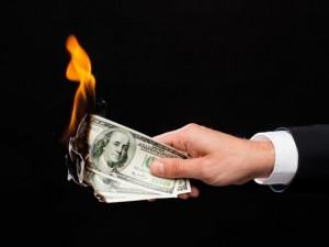 Доллар умирает? Во что вложиться простому человеку, чтобы не остаться без рублей
