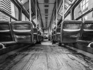 Раскритиковавшего Путина пассажира автобуса избили вСургуте