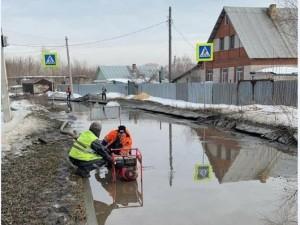 Затопило дорогу в поселке Шагол