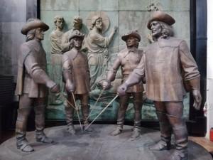 В Москве можно встретить знаменитых мушкетеров