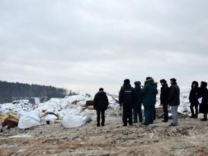 В Челябинске на свалке насмерть раздавили спящую пьяную женщину