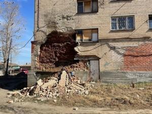 Аварийное общежитие в Миассе может развалиться