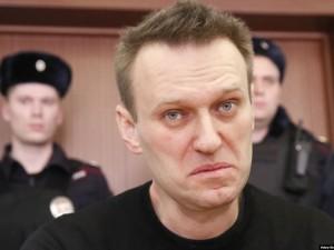 У Навального высокая температура. Власти молчат
