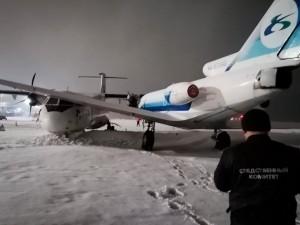 Два самолета столкнулись в аэропорту Сургута на стоянке