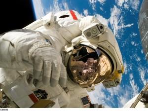 500 тысяч рублей будут теперь платить космонавтам