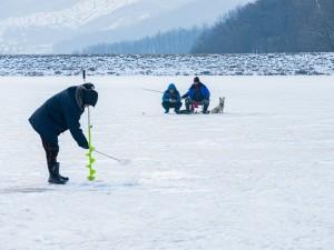 Инсульт случился у рыбака прямо на озере Тургояк. Потребовалась эвакуация